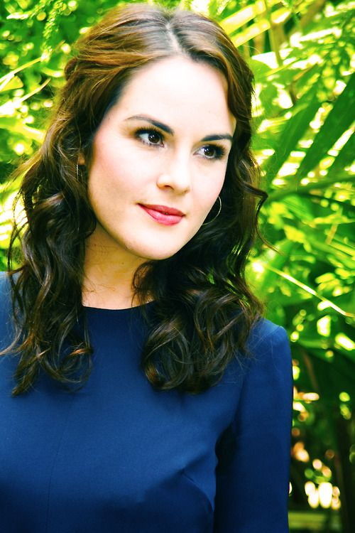 If I had to have brown hair and brown eyes, I'd want to look like Michelle Dockery.