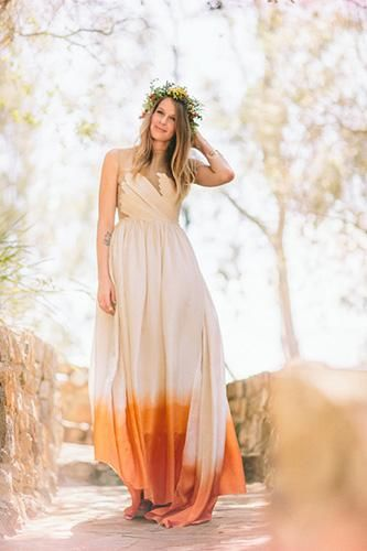 Get inspired: Go boho loco with this dip-dyed wedding dress. Perfect for autumn or rustic outdoor weddings!: