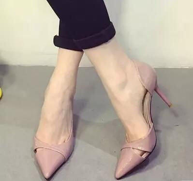 2016 bombas charol moda point toe zapatos de boda bombas de color beige blanco negro recortes women shoes