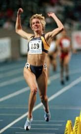 Suzy Favor Hamilton, who admitted to being prostitute, has name removed from Big Ten award