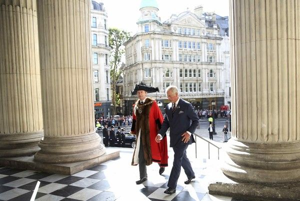 Prince Charles Photos Photos - Prince Charles, Prince of Wales is greeted by Lord Mayor of London, Jeffrey Evans as he attends the National Police Memorial Service at St Paul's Cathedral on September 25, 2016 in London, England. - National Police Memorial Day Service