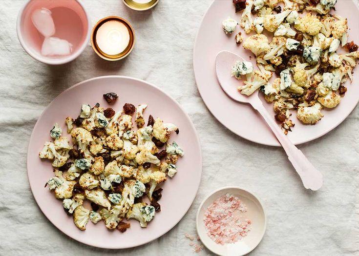 Pop-corn de chou-fleur, Saint Agur et dattes