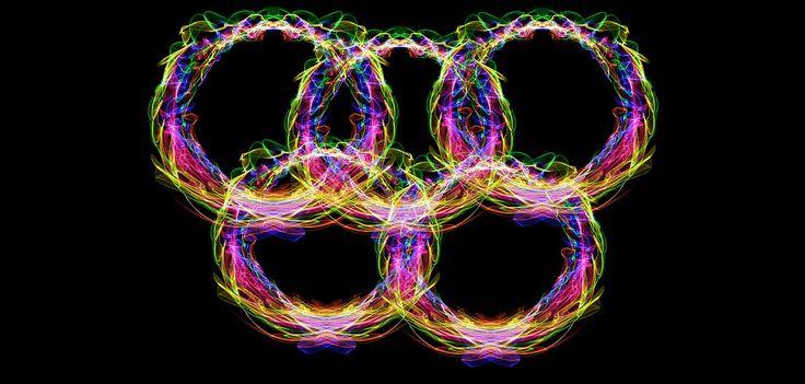 Rio 2016 – Olympic delegations join forces with designer labels to put on a show with Rio 2016 outfits  Rio 2016 – Delegações se unem a grifes famosas e dão um show de moda com os uniformes da Rio 2016