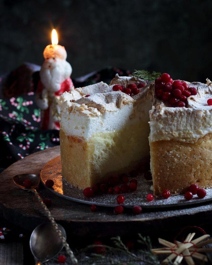 #cheesecake рецепт творожного чизкейка с подпеченой меренгой будет в комментариях вскоре, а в голове одно новогоднее меню! Расскажите, как у вас обстоит дело с горячим? И стоит ли печь торт для шумной компании молодежи, я как бэ еще себя к ней отношу😊 гуляем дома, у нас еще прекрасные соседи, встречаемся на улице все вместе. Надеюсь на снег и на отсутсвие желания уснуть в 23-30🙈 набрала заказов, ругаю себя 😁 #зимыgram #зимыgram_еда @alaskafar @tsveluha @zhabcka @eva1706 судья @deliscake