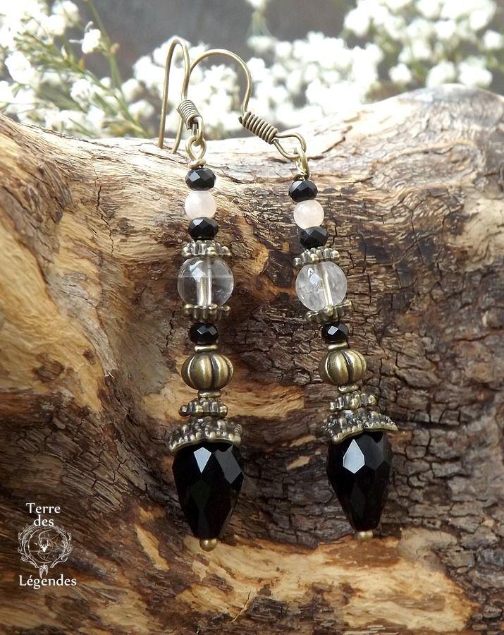 Boucles baroques, spinelle noire, pierre de lune, cristal de roche et gouttes de verre facetté. ᘛ L'arche des immortels ᘚ : Boucles d'oreille par terre-des-legendes