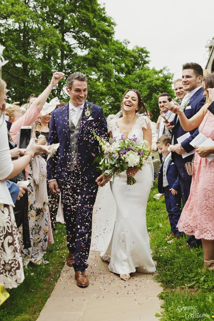 romantic wildflower wedding dewsall herefordshire confetti