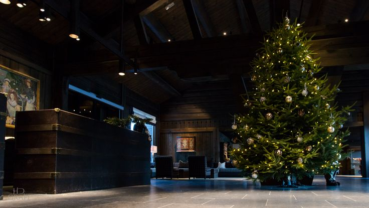 Christmas tree in Vestlia Resort's reception. Credit: HD.grafi