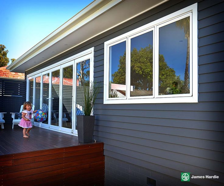 James hardie - Scyon linear cladding. Powdercoasted white alui windows. Fibre cement window trim Burraneer Bay House