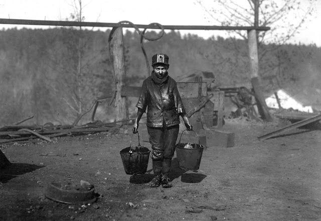 Δεκατετράχρονος μεταφέρει γράσο στην Αλαμπάμα (1910)