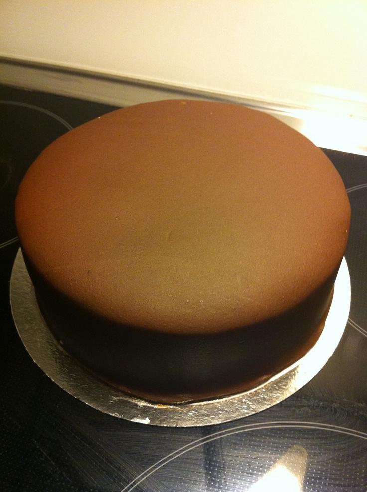 Chocolate cake with no decoration