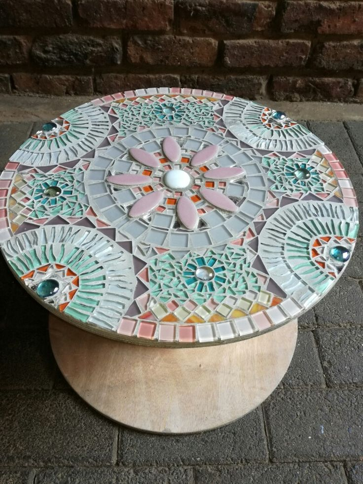 Cable reel mosaic table Calming colours