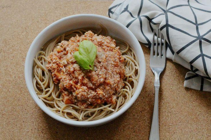 Vegan pasta Bolognese met een saus die voor 100% uit groenten bestaat. Makkelijk, snel en super gezond!