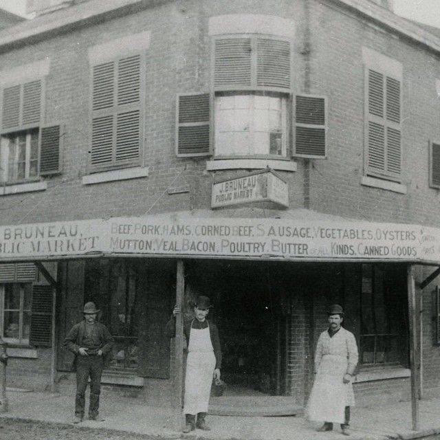 Today's #oldMontreal post is a photo taken on the corner of Hermine and des Jurés streets (des Jurés is now known as Viger Street) circa 1905. The J. Bruneau Public Market, as told by the sign above the door, sold fresh meats and vegetables. Skyscrapers now stand where the popular Old Montreal market once stood. This photo was found in the @montrealgazette #archive library and was donated by the McCord Museum.