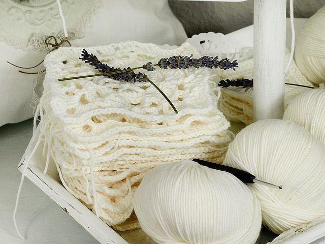 Wyroby z wełny owczej jako produkty naturalne i ekologiczne. Kołdry i poduszki, Koce i podkłady wełniane na materac.