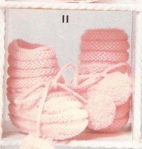 jolis petits chaussons roses à ponpons de chez phildar, pas très compliqués à faire. Taille unique, aiguilles N° 2,5. Chaussons existants en plusieurs coloris pouvant être vendus sur demande. Contactez moi.
