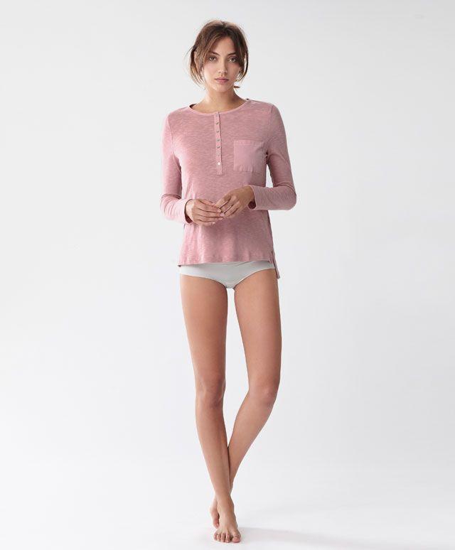 Maglietta a maniche lunghe - Vedi Tutto - Tendenze moda donna AW 2016 su Oysho on-line : biancheria intima, lingerie, abbigliamento sportivo, scarpe, accessori e costumi da bagno. Spedizione gratuita a partire da 40 EUR e resi gratuiti.