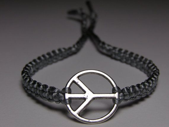 Peace Sign Bracelet with gray nylon thread by ByKarianne on Etsy, kr55.00/$9.34Signs Bracelets, Crafts Ideas, Kr55 00 9 34, Peace Signs, Nylons Thread, Gray Nylons, Etsy Items