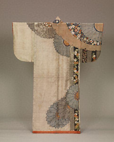 雪輪菊模様小袖