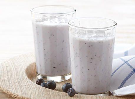 Frappé aux litchis et aux bleuets recette   Plaisirs laitiers