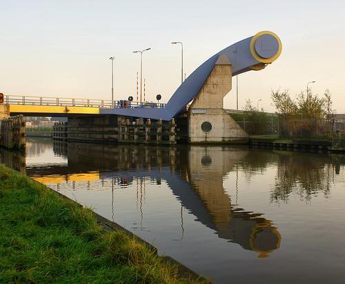 Arquitetura estranha - A ponte levadiça Slauerhoffbrug dos Países Baixos