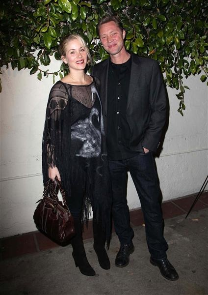 """Christina Applegate Weds Martyn LeNoble Christina Applegate took her second trip down the aisle Saturday, when she said """"I do"""" to her fiance, Martyn LeNoble, 43. The 41-year-old actress was ..."""