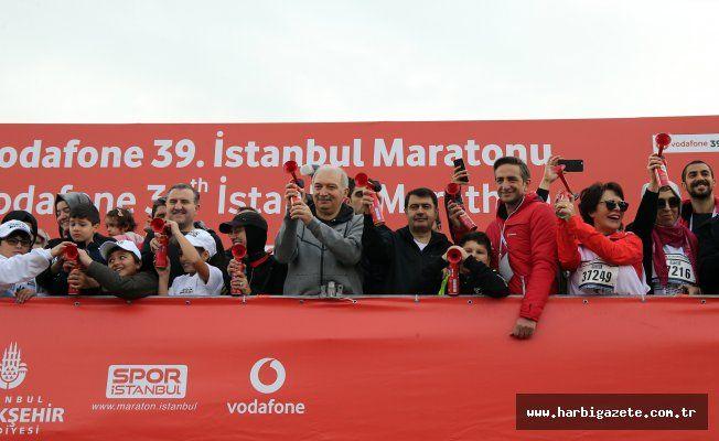 39. İstanbul Maratonu başladı İstanbul Büyükşehir Belediyesi Vodafone 39. İstanbul Maratonu başladı. İstanbul bu yıl 'Çocuklar İçin Koş'uyor.