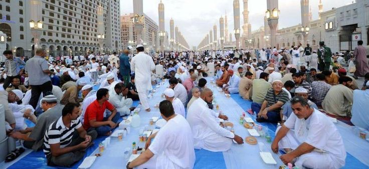 Worshippers relish iftar experience in Prophet's Mosque