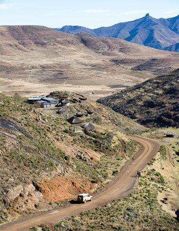 RIVERS, ROCKS AND RECOVERIES: Lesotho is one of the premier 4x4 playgrounds for South Africans, who like to make things interesting by visiting in winter when heavy snowfalls and extreme cold make the mountain kingdom both beautiful and brutal. Bush Editor Patrick Cruywagen, driving a G-Wagen, timed it just right and got his fair share of snow, mud, rain, cold, skiing, drama, donkeys and friendly Basotho people.