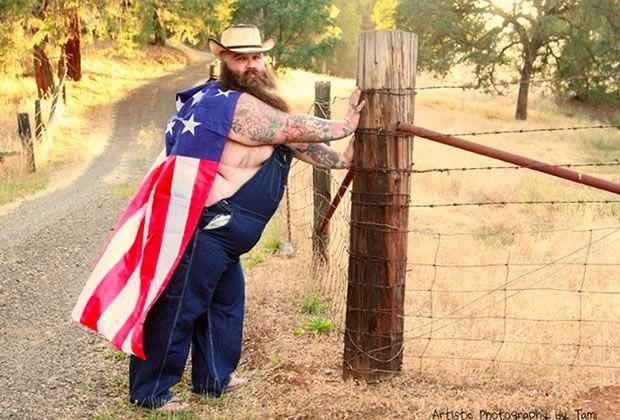 Un Américain pose façon pin-up, et ça va faire ta journée