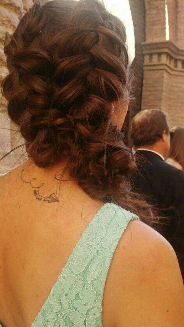 Gracias por compartir estas fotos con nosotros CELIA 😀😃😄!!! estabas espectacular con tu look de diosa  griega, esperamos que lo hayas disfrutado como nosotros haciéndote el peinado en tu melena de ensueño.  Gracias!!! #zaragoza @menta_zaragoza  #wedding #braid #unatrenzaparacadadia #trenzamania #trenza #bodas
