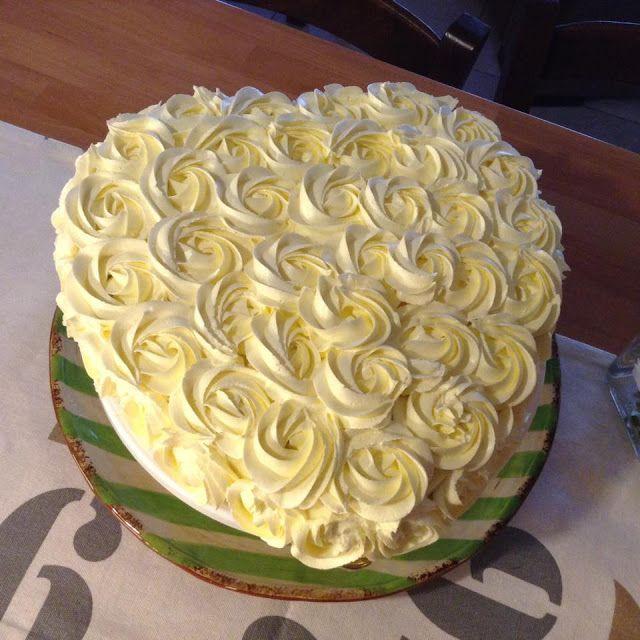 Λευκή τούρτα αμυγδάλου, με επικάλυψη από ελβετική μαρέγκα βουτύρου! ~ ΜΑΓΕΙΡΙΚΗ ΚΑΙ ΣΥΝΤΑΓΕΣ