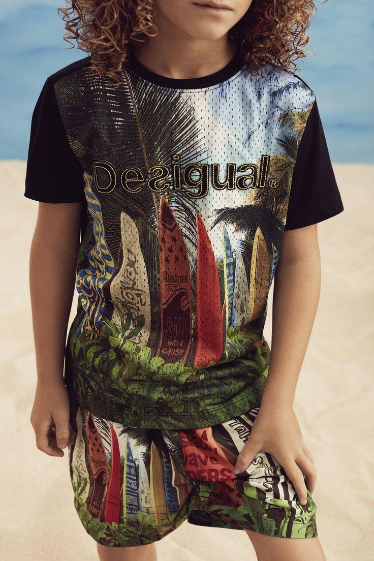 Camiseta surfera para niño Desigual. ¡Descubre la colección de niño más cañera!