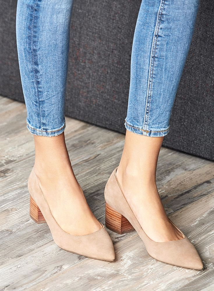 41076a6c2a42 The block heel pump with a pointed toe
