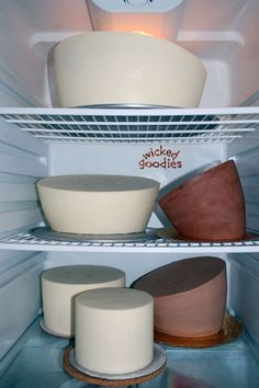 Tutorial with info and instructions on how to freeze cakes and how to defrost cakes with tips on how long you can leave a cake in the refrigerator or freezer