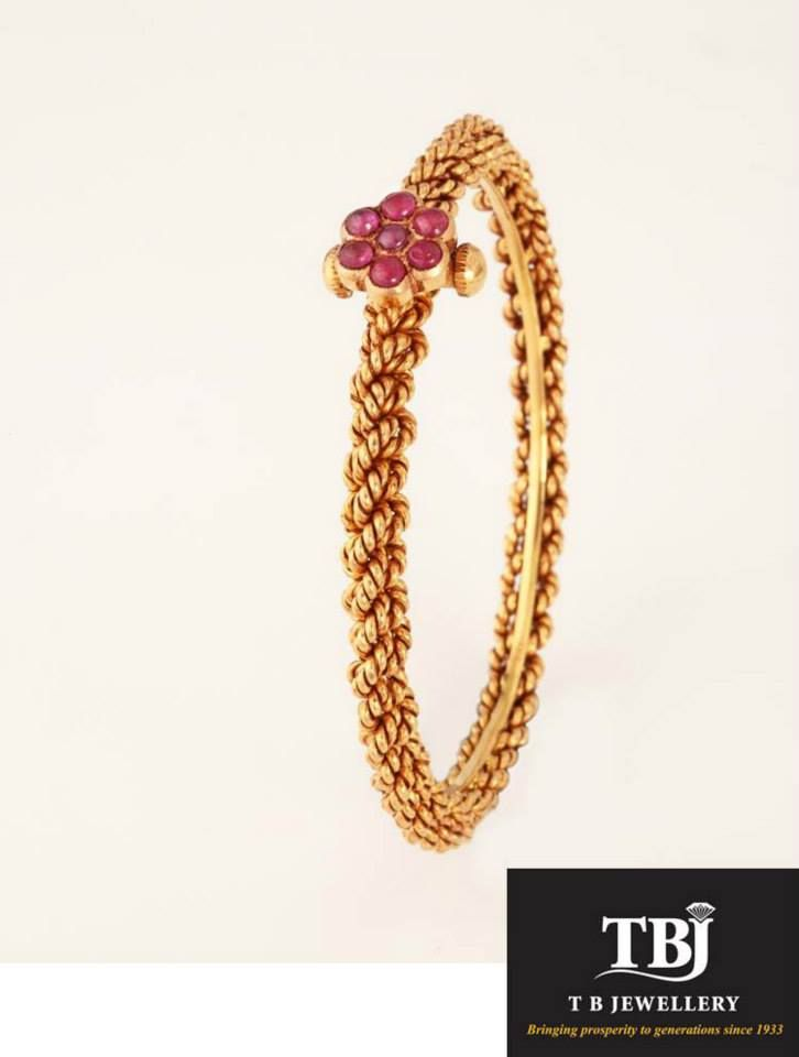Daily wear traditional bangle with Ruby flower #tbjewellery #Goldenmoments #gold #antique #jewellery #bangle #bracelet #dailywear #traditionaljewellery #ruby #golusu