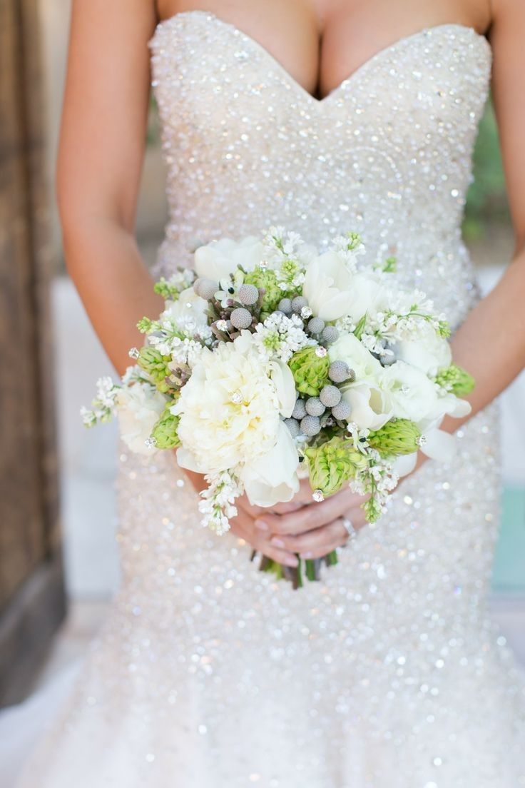 Sparkling Winter bridal bouquet | fabmood.com