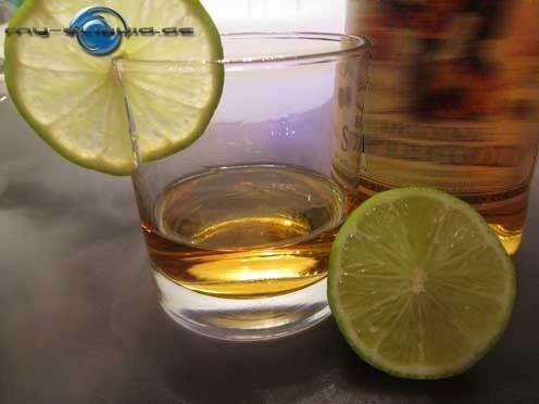 """Jamaica Rum eLiquid  → →  Der liebliche braune Rohrzuckerschnaps ist im süßen Geschmack des Jamaica Rum Liquid für e-Dampfer gut zu erkennen und eignet sich prima zum Aromen mischen. ►►  Inhalt von Liquids mit Jamaica-Rum Geschmack:    E1520 (Ph. Eur.), rein pflanzliches Glycerin (VG) E422 (DAB), Propylenglycol (PG) Aromen, nach Wahl auch mit Nikotin möglich. ◄◄  Ohne Nikotin ist die Bestellung von e Liquids mit Geschmacksrichtung: """"Jamaica Rum"""" in unserem Shop auch möglich."""