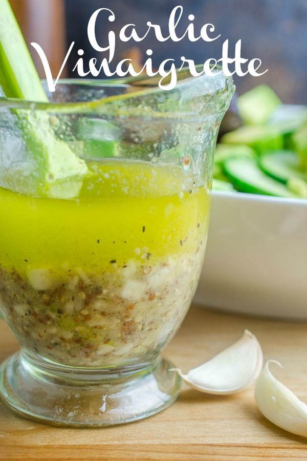 Es ist so einfach, eine eigene Vinaigrette zuzubereiten! Mit nur 6 einfachen Zutaten und einem …   – Salad dressing recipes