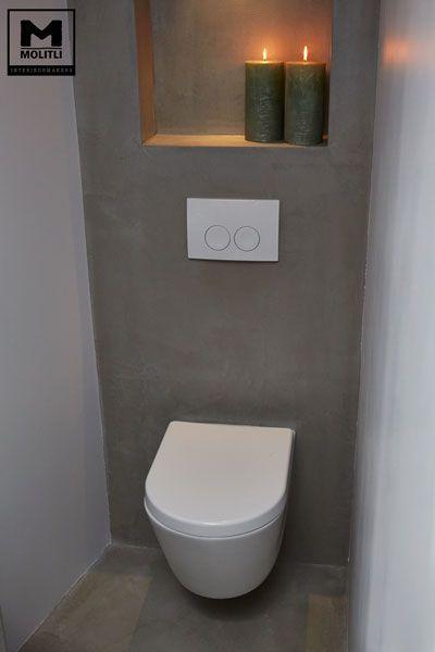 Door ons gemaakte betonlook badkamer met betonstuc en hout. www.molitli-interieurmakers.nl #Toilets