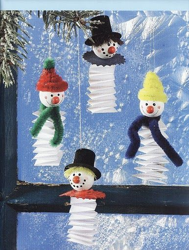 Winterzeit - Marta Szabo - Bouncy Winter Snowmen - no instructions but looks like made from polystyrene balls, pipe cleaners and card. Not sure what the red nose is made from