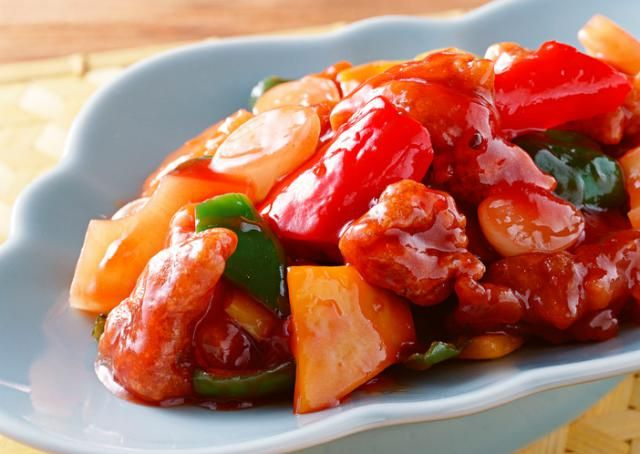 This article introduces you to two different versions of sweet and sour pork with pinapple. One American style the other authentic