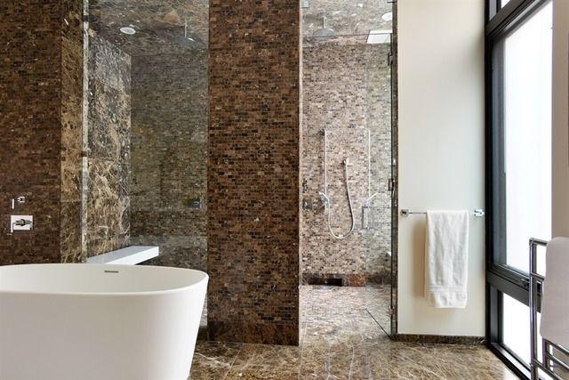 Amazing spa-like bath | 924 North Clark Street, Chicago, IL