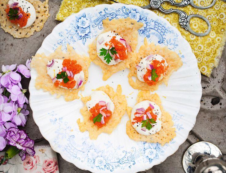 Parmesanchips med citroncreme och löjrom