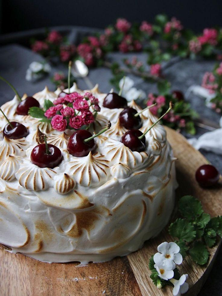 Choklad drömtårta med honungsmaräng och körsbär 1