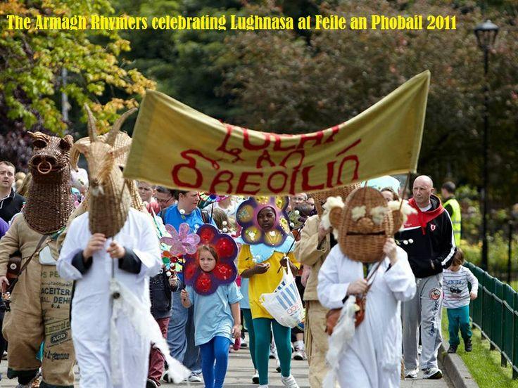 Lucht Lughnasa/La Lu ag Feile an Phobail, Beal Feirste - Lunasa (August) Parade at Feile an Phobail, Belfast