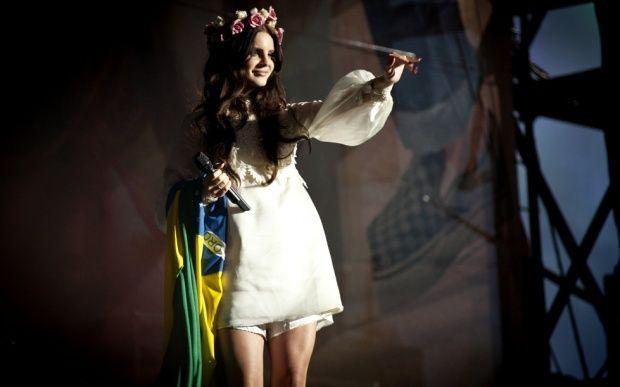 Lana Del Rey faz show cheio de declarações aos fãs em São Paulo - Famosos…