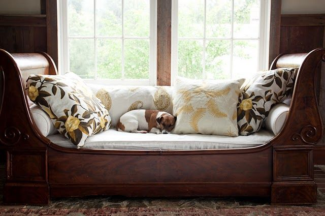Daybed pillowing