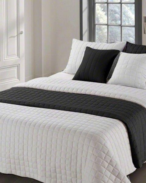 Moderny presivany prehoz ciernej farby na manzelsku postel (1)