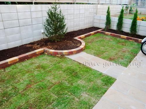 洋風庭園 花壇 レンガ製 芝生