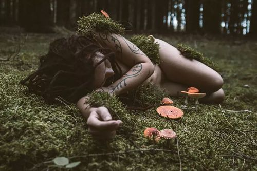 Create a Tree Nymph with mushrooms growing out of her arms and such